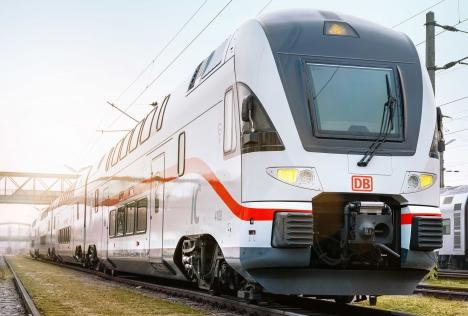 Frisch lackiert im IC-Design: Ein von der österreichischen Westbahn übernommener Doppelstockzug des Herstellers Stadler. Foto: DB AG/ Florian Jaenicke
